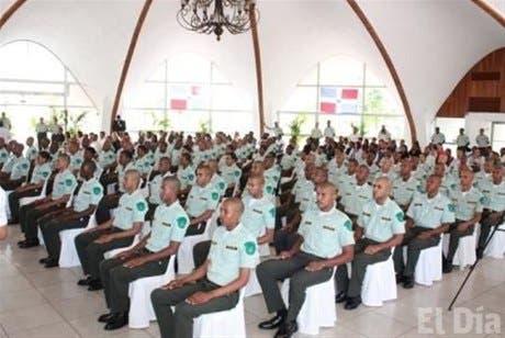 <P>Gradúan 91 policías ambientales</P>