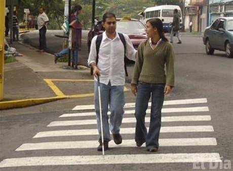 Resultado de imagen para personas ciegas
