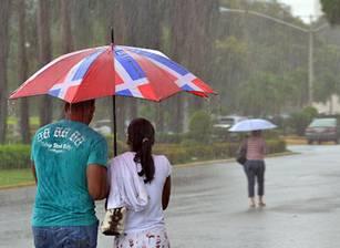 Lluvias y temperaturas agradables para este domingo; oleaje sigue anormal