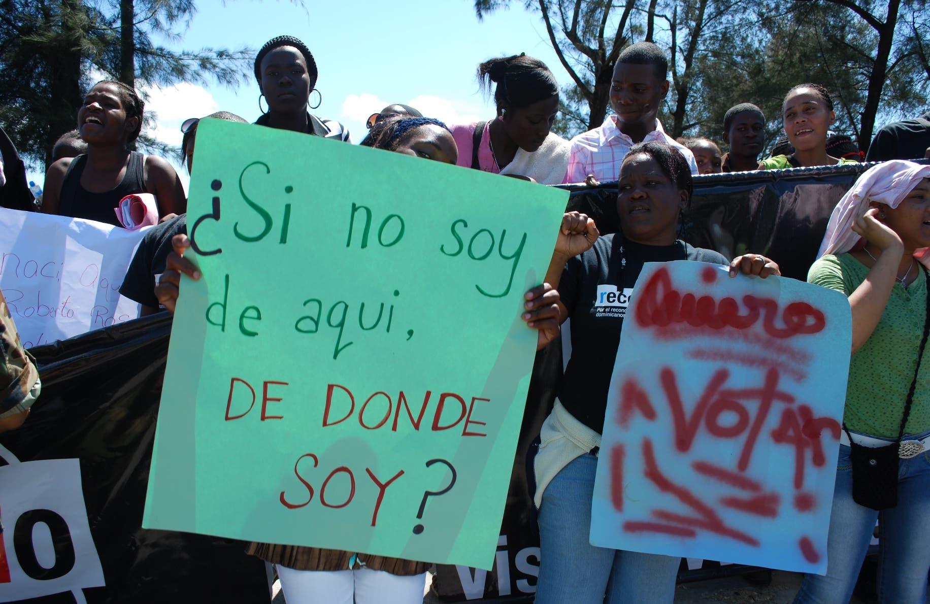 Dominicanos de ascendencia durante una protesta contra la sentencia 168-13 del Tribunal Constitucional. Foto de archivo.
