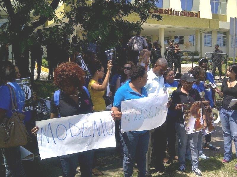 Dominicanos de ascendencia haitiana durante una protesta en rechazo a la sentencia 168-13 emitida por el Tribunal Constitucional.