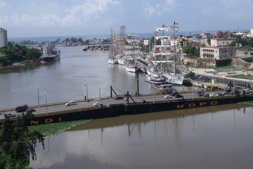 Autoridad Portuaria llama a evitar el tránsito por el Puente Flotante