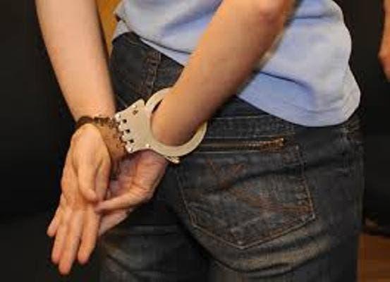Por segunda ocasión apresan mujer usurpaba funciones de agente policial