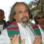 El padre Rogelio Cruz.