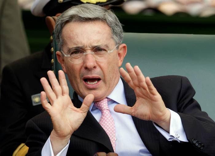 """""""Con dolor de patria y personal, apoyo totalmente la decisión del fiscal sobre Gabriel García"""", indicó Uribe en un comunicado de prensa."""