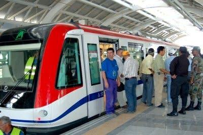 Gobierno anuncia construcción de carretera San Juan- Santiago y extensión de línea 2 del Metro