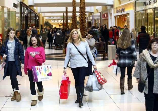 """Los puertorriqueños se preparan para las compras del """"viernes negro»"""