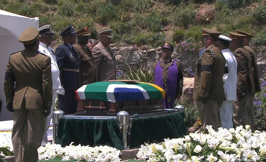 El último viaje de Mandela llegó a su fin; fue enterrado en su pueblo natal