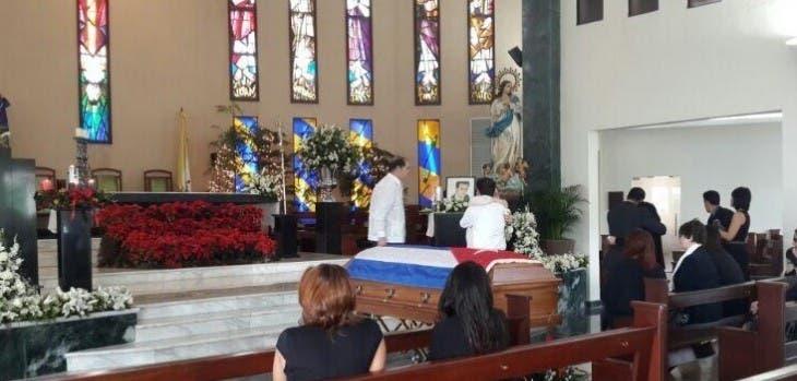 Ofician misa de cuerpo presente en memoria de Claudio Nasco