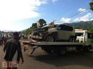 Así quedó la yipeta Toyota Prado en que viajaba el general De la Cruz Martínez. Foto: Fuente externa.