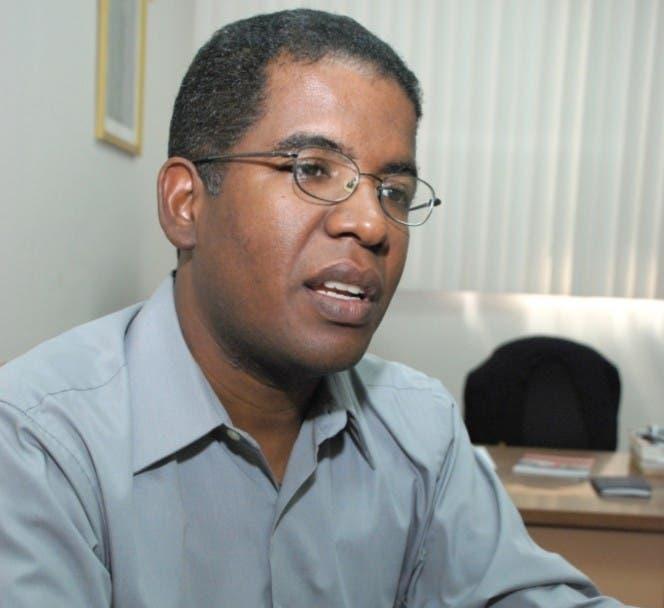 El padre Mario Serrano es un defensor activo de los inmigrantes y de los dominicanos de ascendencia haitiana.