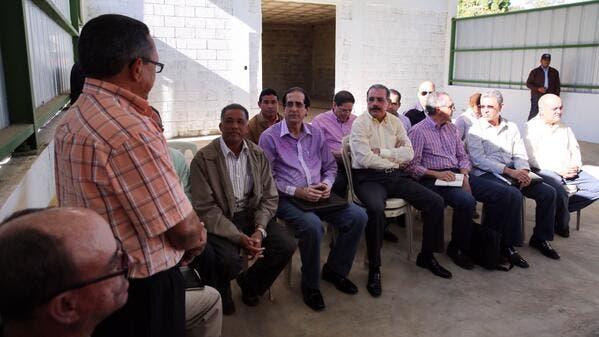 Presidente Medina otorga financiamiento por RD$15 millones a productores