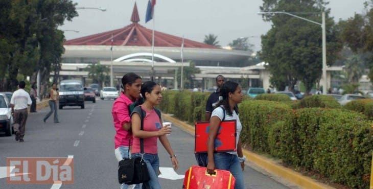 Estudiantes en la UASD. El Nacional/ Archivo.  FE. 25.06.2009