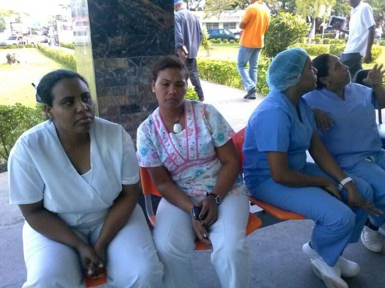 Cientos enfermeras no cobran salarios