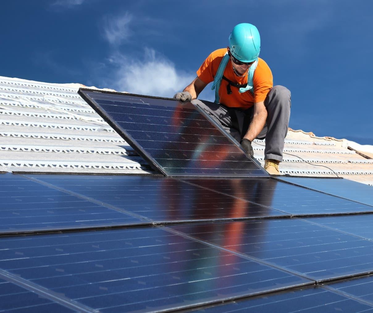 "Federico Castillo:   ""RD no aprovecha potencial de energía solar""."