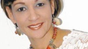 Lady Reyes, editora de Vida y Estilo,  periódico El Día.