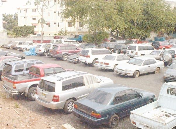 Policía recupera 15 vehículos robados en Santo Domingo Este