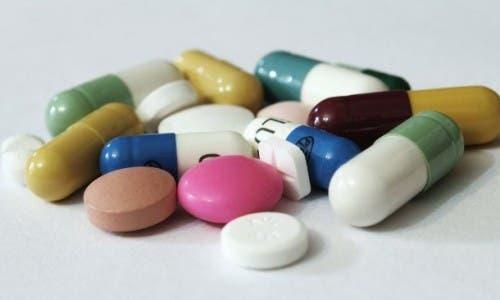 Uso de nuevos tratamientos versus Covid-19 y sus género adversos