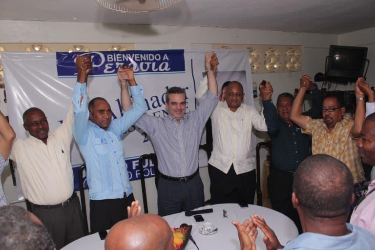 Abinader recibe respaldo de dirigentes perredeístas en Peravia