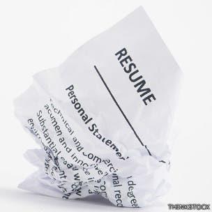 ¿Sirve aún para algo el currículo en papel?