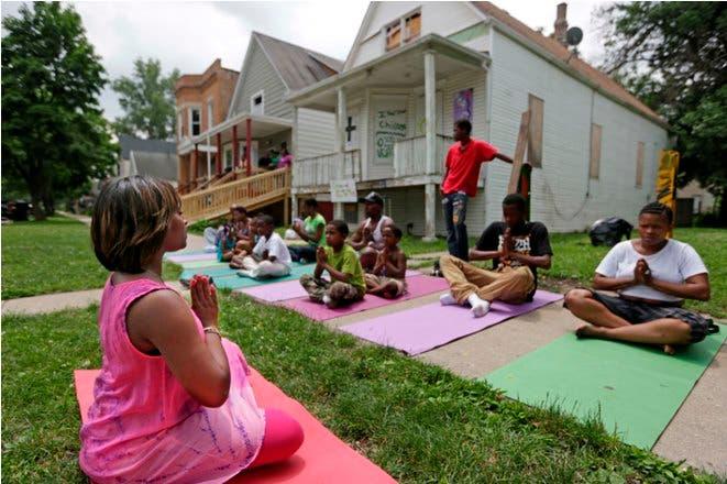 En Chicago usan yoga contra la violencia
