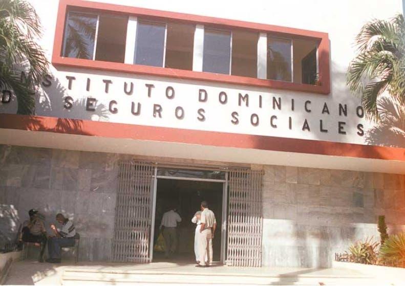 Fachada Del idss. Institoto Dominicano De Seguro Sociales.