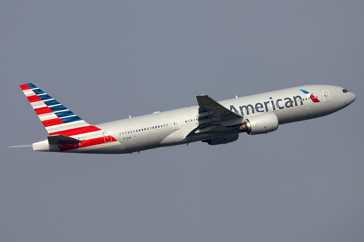 American_Airlines_Boeing_777-200ER_Kustov
