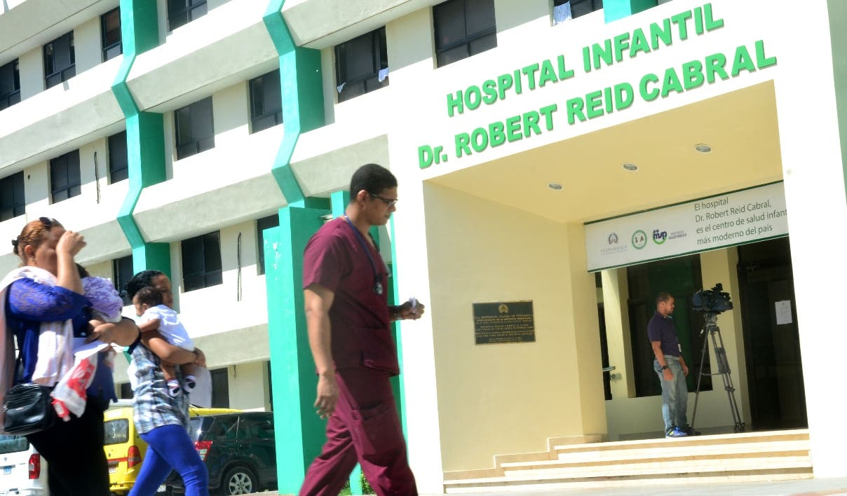 Gran hermetismo en el Hospital Robert Read Cabral. Foto: Elieser Tapia.