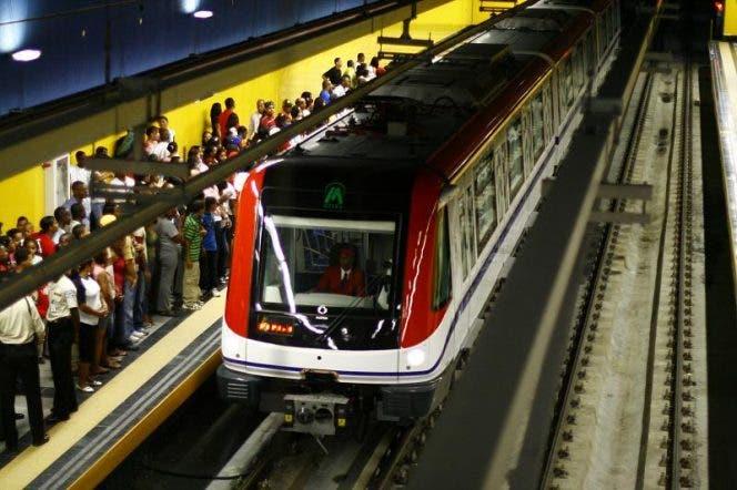 Metro y Teleférico extienden sus horarios de servicio