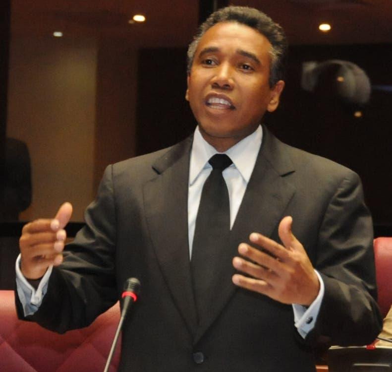 Félix Bautista cree necesario revisar ley de partidos ante precampaña