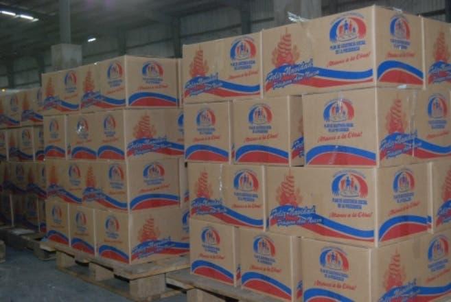 El País.-  Plan Social de la Presidencia (Empaque de las cajas navideñas).  Distrito Nacional. República Dominicana.  Hoy 13-12-2012.  Juan Faña.