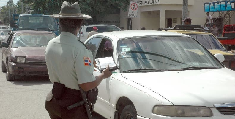 OPERATIVO DE AMET POR RENOVACION DEL MARVETE/30-11-08/FOTO CESAR SANCHEZ