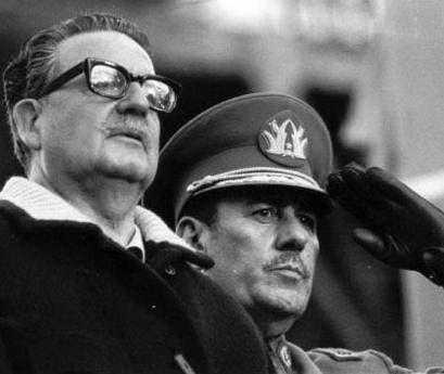 Salvador Allende junto al general Prats