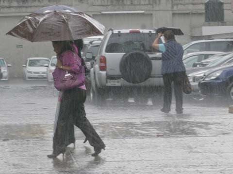 Meteorología prevé chubascos y temperaturas calurosas para este domingo
