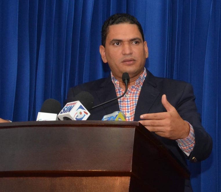 Periodista Miguel Medina es designado vocero Ministerio de Educación