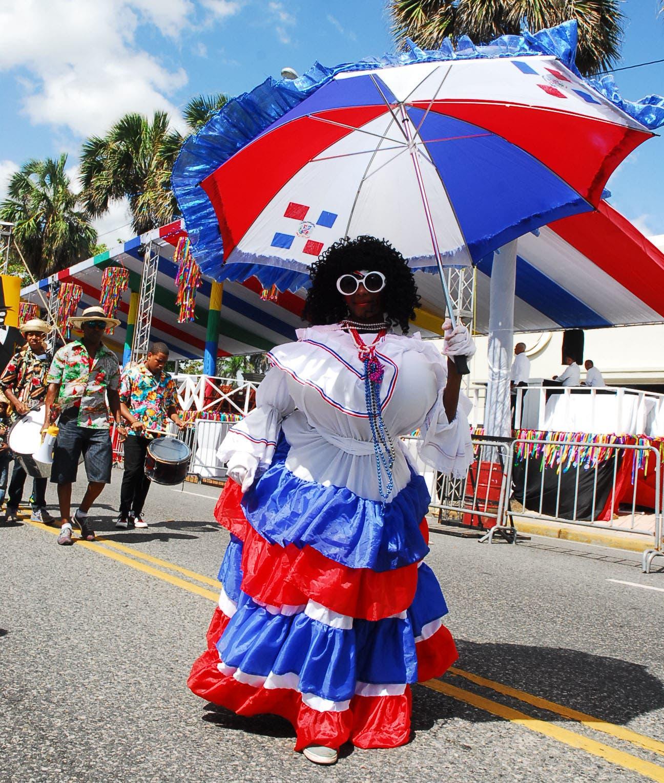 """""""Roba la Gallina"""" en el desfile de carnaval. Foto de archivo: José de León."""