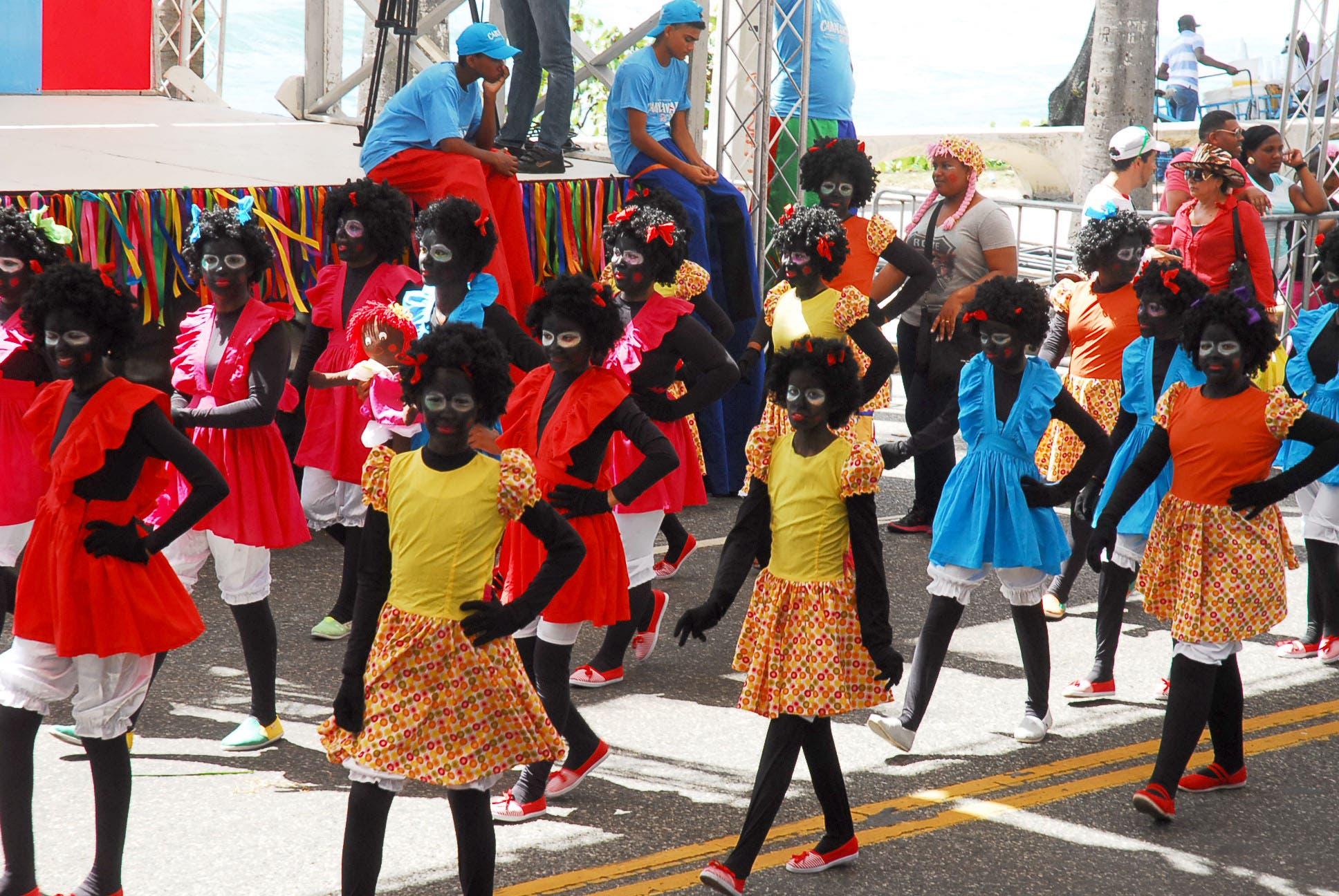 Carnaval infantil en el malecon 2015, comparsa muñeca de trapo/foto:  José de León.