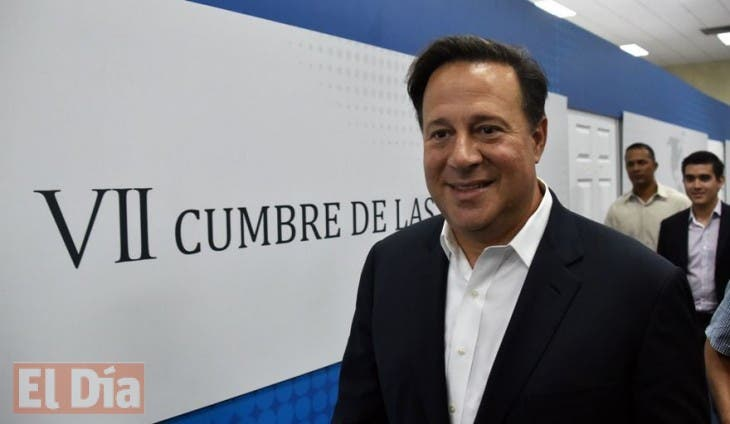Panamanian President Juan Carlos Varela visits the Atlapa Convention center, site for the upcoming VII Summit of the Americas, in Panama City on April 2, 2015. The summit will take place on April 10 and 11.  AFP PHOTO/ Rodrigo ARANGUA