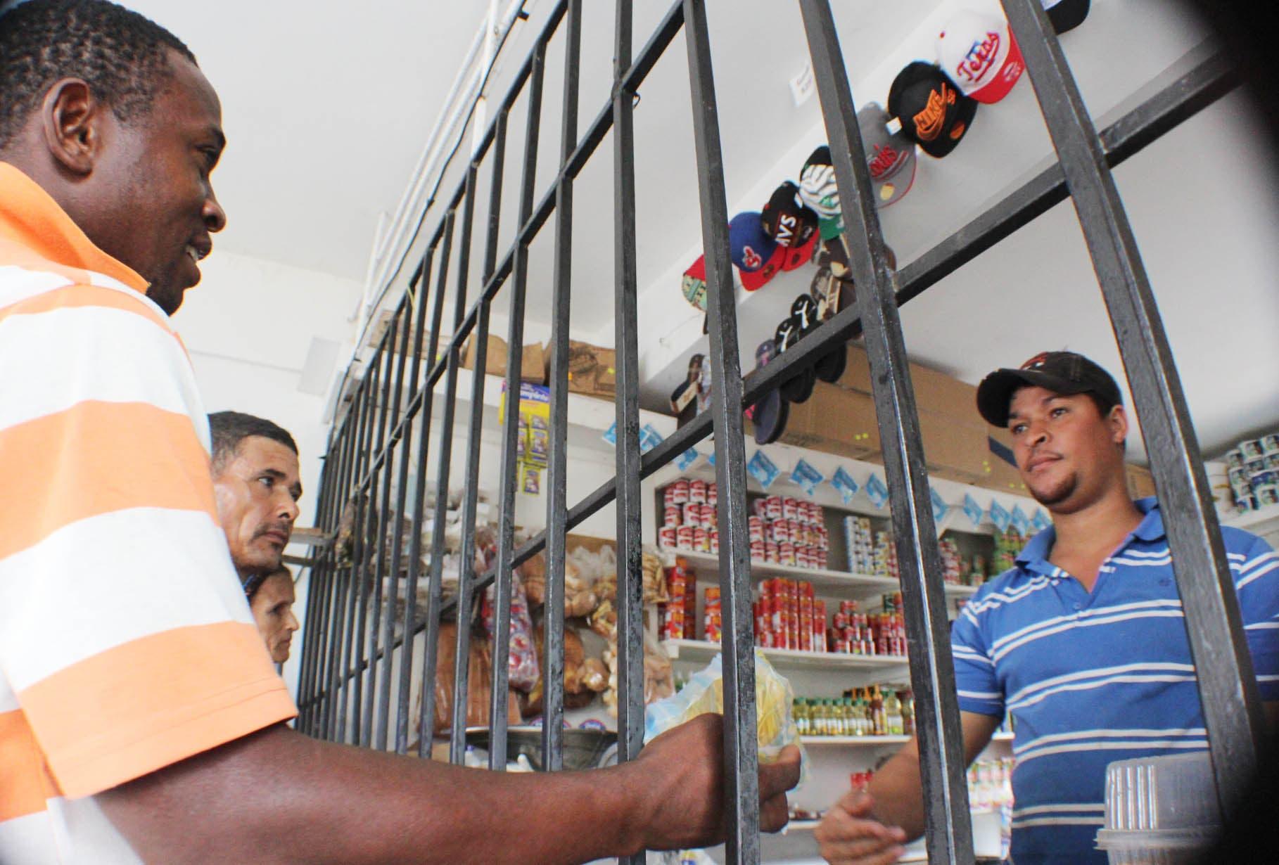 Moradores del barrio de la Policía Nacional en Boca Chica están atemorizados por la delincuencia. Foto: Eliezer Tapia.