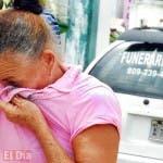 Esta señora llora por la ausencia de su progenitora, quien falleció hace años. Fue a visitar la tumba de su madre en el Cementerio de Cristo Rey. Foto: José de León