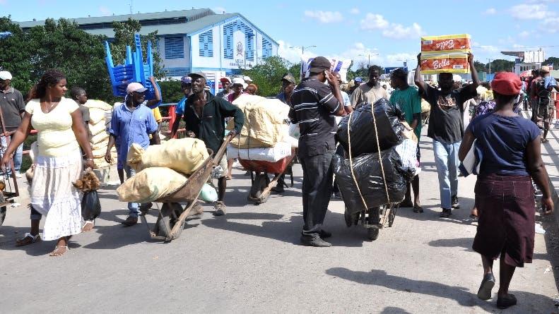 Más de 31.738 hogares pobres viven en República Dominicana del comercio fronterizo. Foto de archivo.