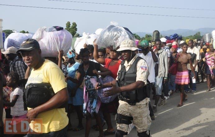 Haitianos retornando a su país. Foto: El Nacional.