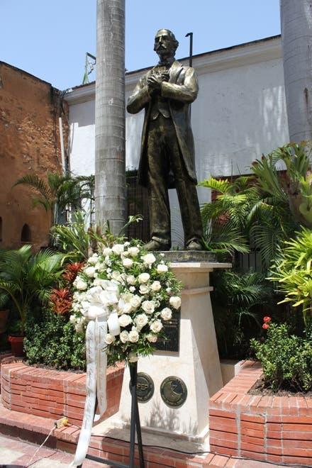 Academia de Ciencias y Efemérides Patrias develan estatua del patricio Juan Pablo Duarte