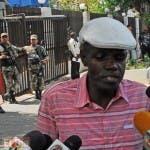 Decenas  de ciudadanos haitianos iondocumentados,protestaron frente al ministerio de interior y policia ,en demanda de que se entreguen sus documento migratorio,/foto Jose de Leon
