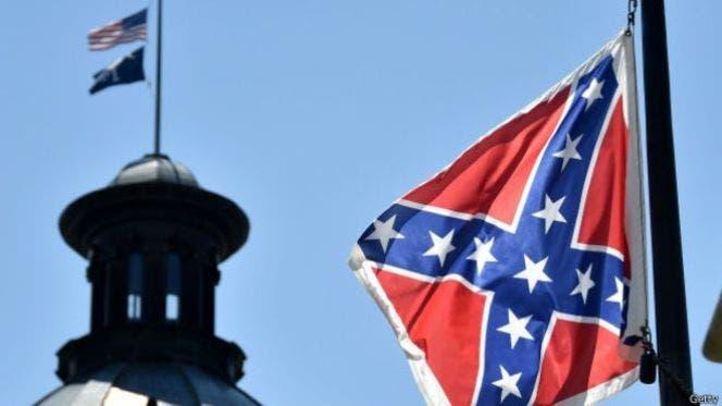 Video: Bajan bandera confederada de los jardines del Capitolio de Carolina del Sur