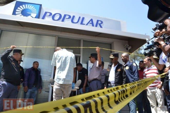 Desconocido asaltaron la sucursal del banco Popular de la Av. Luperon donde matron al seguridad Sabina Medez, Foto: Elieser Tapia.