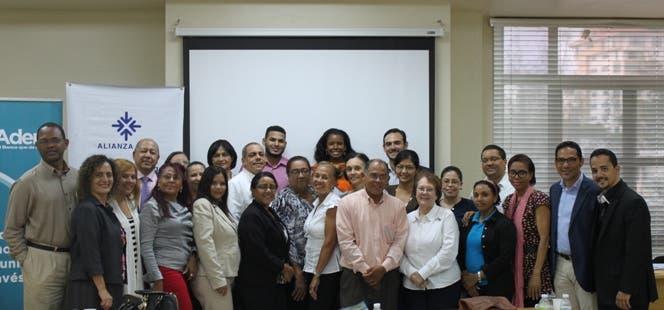 Grupo de participantes del taller en Santo Domingo