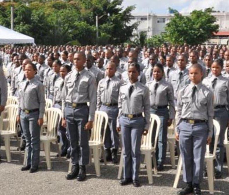 Policia Nacional. gradua cientos de policias