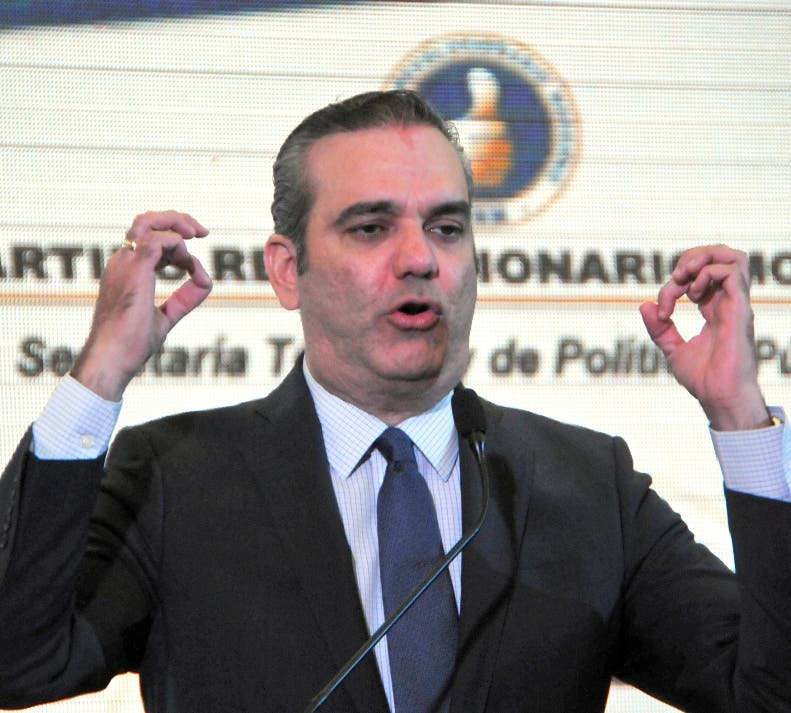 Luis Abinader detalla aumentos salarial que haría a los policías y militares