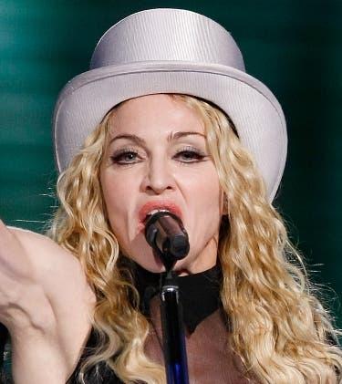 Madonna llora y canta en francés «La vie en rose»en un concierto en Suecia